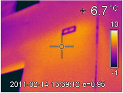 Thermal imaging showed thermal bridging and construction defect were the real reasons for mould growth