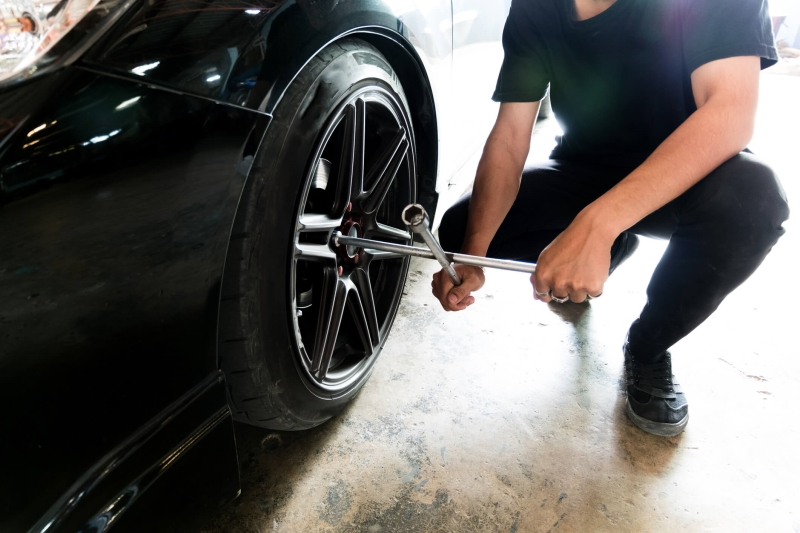 Mechanic changing a tyre.