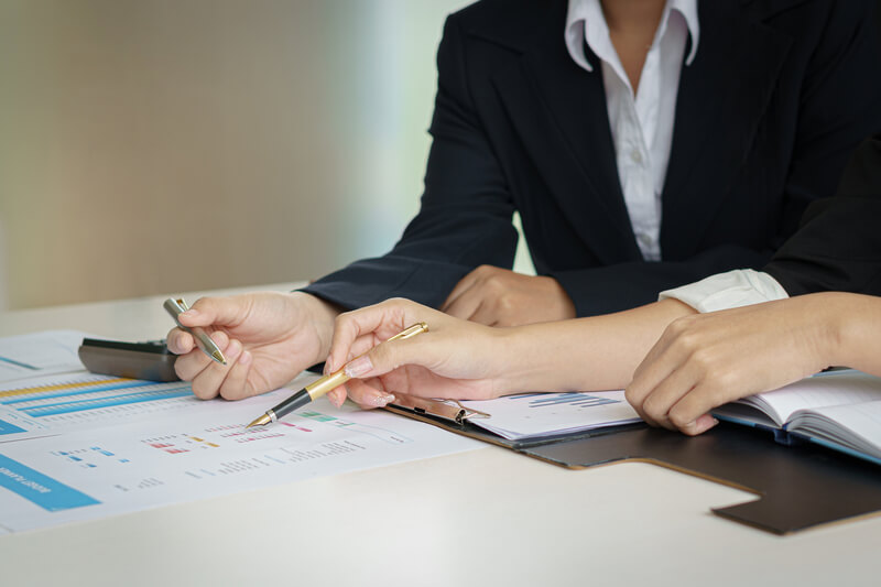 A Client going through Mortgage Servicies with a Consultant