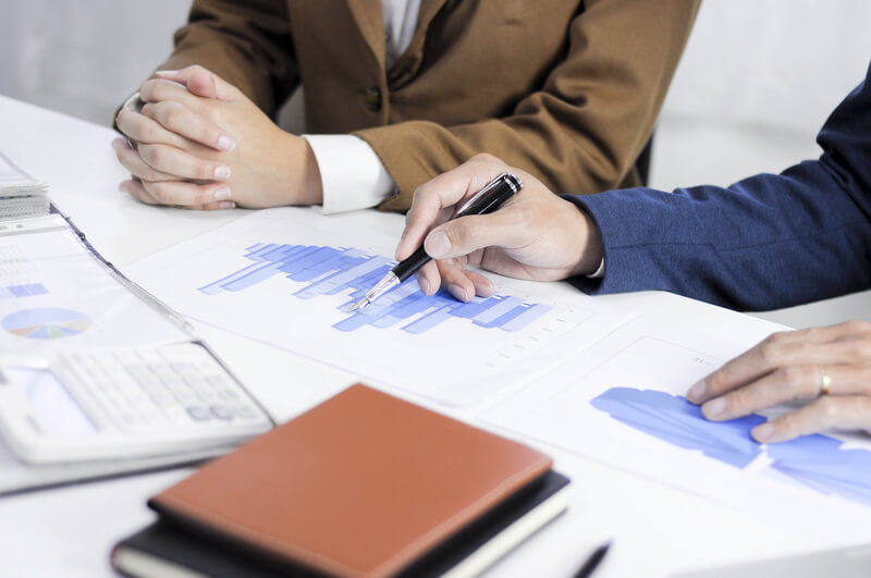 A financial meeting between a client and a consultant.