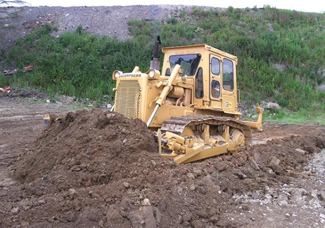 Mini Escvator Digging Dirt
