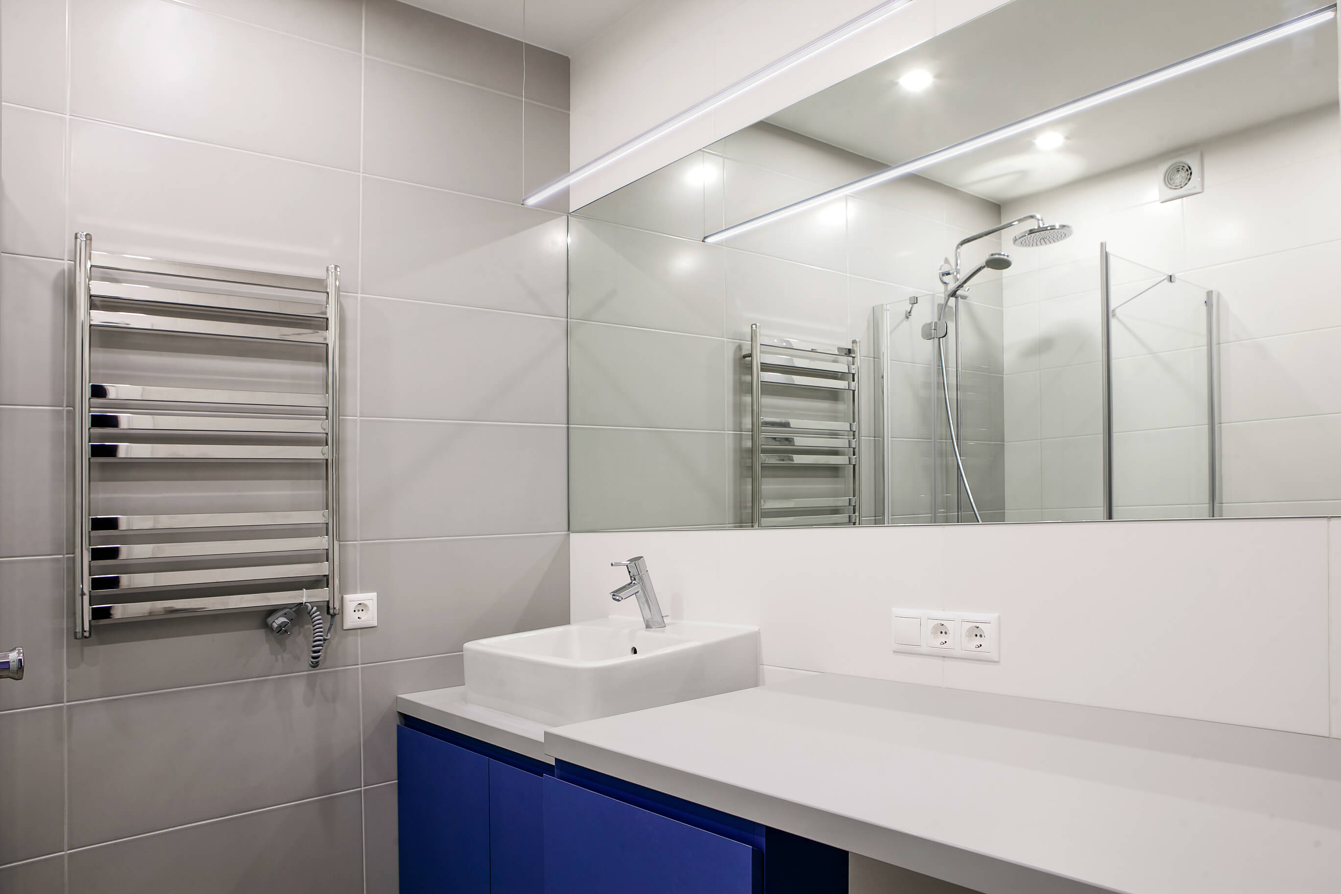 Interior of a modern bathroom. Shower, ceiling.