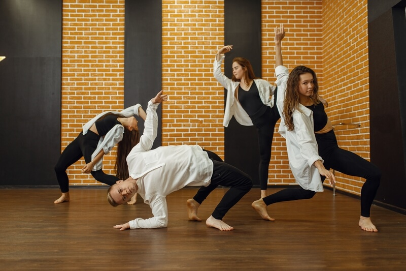 Group of people contemporary dancing