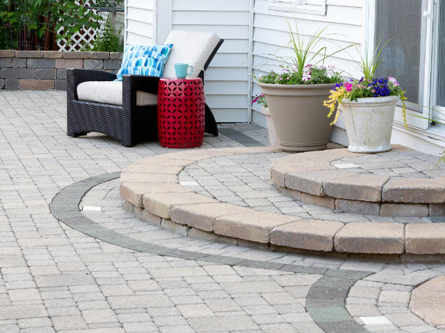 Fancy curved outdoor paving with uniform spacing