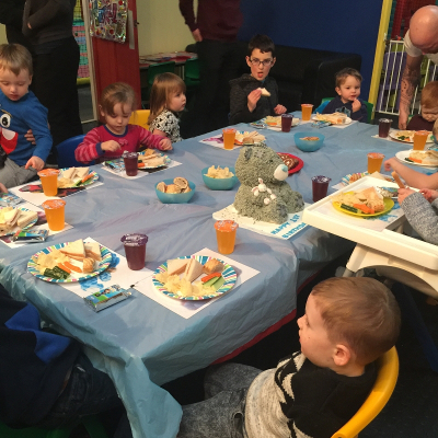 Children eating lunch at Giggles Play Mill