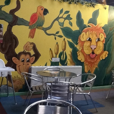 Dining area with Cartoon Lion Wallpaper at Giggles Play Mill
