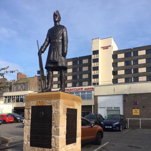 Queens Own Highlander Statue & Plinth