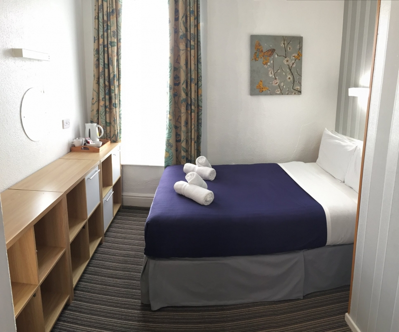 Small Double Bedroom with shared bathroom - Talbot Hotel