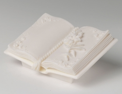 Ornament Open Book - 100mm x 70mm x 45mm