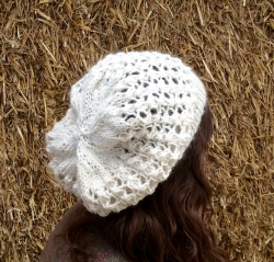 Lacy Beret in Felicia