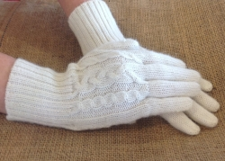 Cable Gloves in Ivory