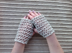 Lacy Short Fingerless Gloves in Amethyst, Jet & Hector