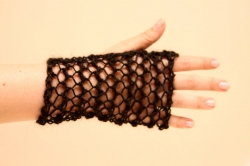 Lacy Short Fingerless Gloves in Swift