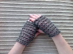 Lacy Short Fingerless Gloves in Serenity, Jet & Hector