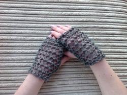 Lacy Short Fingerless Gloves in Serenity, Jet & Hector