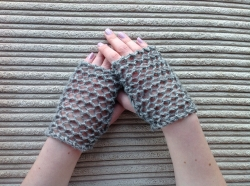 Lacy Short Fingerless Gloves in Outlaw, Jet & Hector