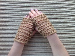 Lacy Short Fingerless Gloves in Kobi