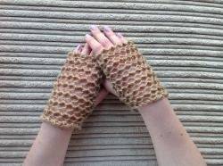 Lacy Short Fingerless Gloves in Kobi