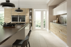 Spa Fields is a new generation of handless kitchens using the latest synchronised wood grains that are warm to the touch and have a depth of colour and texture never seen before. This layering of texture allows us to create a luxurious pallet of finishes adding warmth to the kitchen living space.