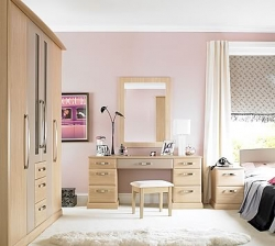 An elegant design with soft chamfered edges, Vienna is a modern and appealing bedroom. Shown with our unique combination wardrobe featuring glass panels and doors that surrounds the drawers.