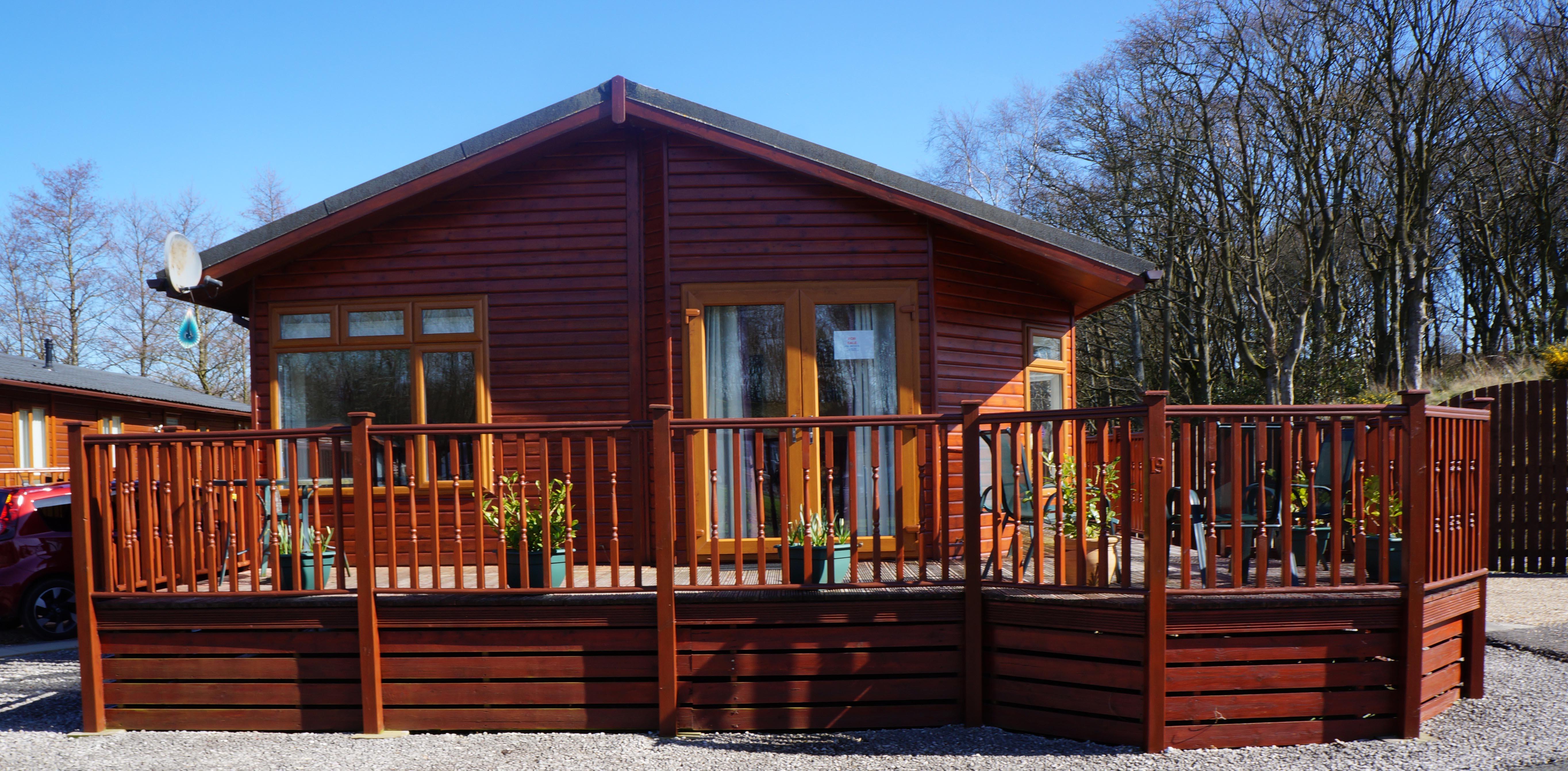 2 Bedroom Lodge Overlooking Ornamental Pond For Sale £85,000