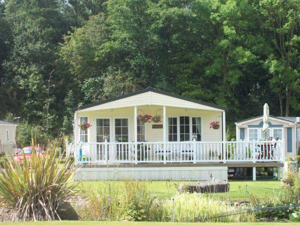 2 bedroom Lodge overlooking the ornamental pond  £69,950