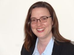 Rebecca Goldsworthy (Uwch Gyfreithwraig)