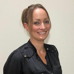Elle Faunch – Technegydd Trawsgludo Cofrestredig CLC