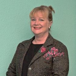 Helen Cole (Uwch-gyfarwyddwr)