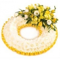 Golden Massed Wreath