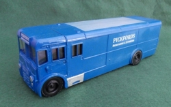 PICKFORDS VAN IN TRUE 7mm O GAUGE