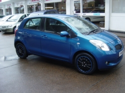 0858         YARIS 1.3 T3 5DR AUTOMATIC, BLUE METALLIC