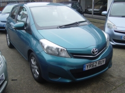 1262     YARIS 1.33 TR 5DR, ONLY 6,750 MILES, FSH, TURQUOISE MET