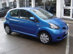 0909      AYGO BLUE 1.0 AUTOMATIC 5DR, ONLY 29071 MILES