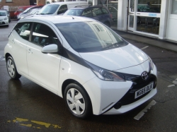 1565    AYGO 1.0 5DR X-PLAY