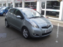 1010      YARIS 1.3 TR 5DR, SILVER, ONLY 12K, FSH