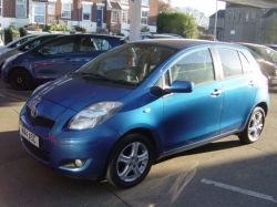 1010     YARIS 1.33 TR 5DR, BRIGHT BLUE, ONLY 16000 MILES