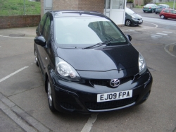 0909      AYGO BLACK 1.0 AUTOMATIC 5DR