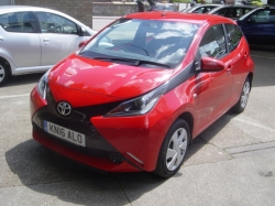 1616      AYGO X-PLAY 1.0 5DR, RED, 15K, FSH