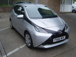 1666      AYGO X-PLAY 1.0 5DR, SILVER