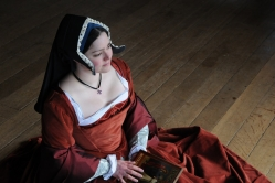 This gown is worn over a kirtle, and farthingale and features silk oversleeves, silk damask reversible fore sleeves and a reversible forepart. This outfit was made for some film work and is not quite up to re enactment standards- the main fabric is cotton velvet, which is not accurate, but is inexpensive and looks the part.