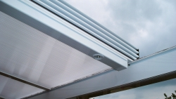 Attrayant The Sliding Patio Roof Is Especially Suitable For Areas That Are Exposed To  Strong Winds As Well As Uneven Or Insulated Facades. From A 14 Degree Pitch  The ...