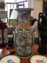 Large Cantonese porcelain vase
