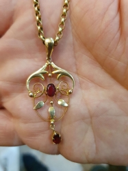 Late Victorian 9ct gold pendant with garnets on 9ct gold belcher chain