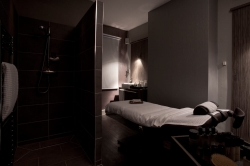 Task lighting in the work area of a relaxing massage room