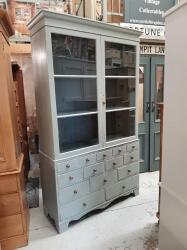 Rare Georgian dresser with multi-drawer base