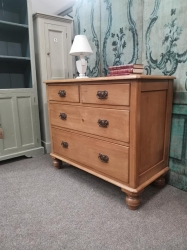 2/2 Victorian pine chest with metal handles and panelled sides