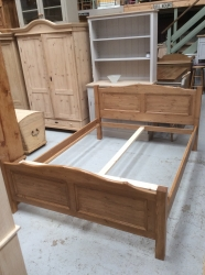 Malvern bed in solid pine