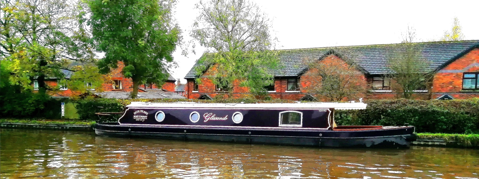 Luxury lock free canal boat holidays