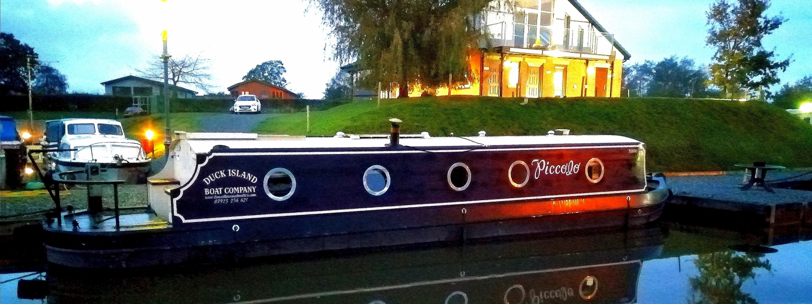 Narrow boats-Widebeam Hire